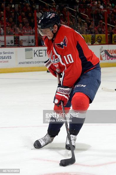 Martin Erat of the Washington Capitals controls the puck in the second period during an NHL game against the Winnipeg Jets at Verizon Center on...