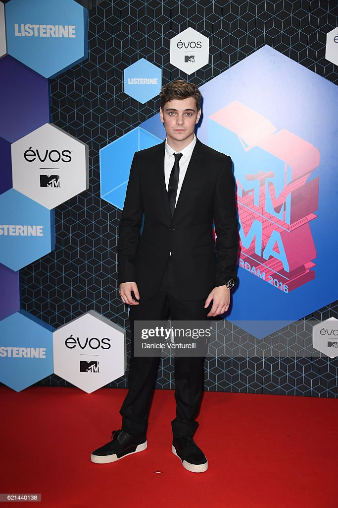 martin-garrix-attend-the-mtv-europe-music-awards-2016-on-november-6-picture-id621440138