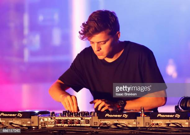 Martin Garrix performs on the second night of CBS RADIO's 'SPF' concert at The Boulevard Pool at The Cosmopolitan of Las Vegas on May 20 2017 in Las...