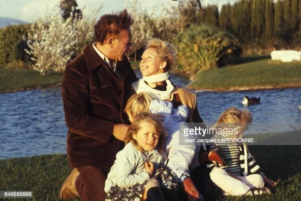 Martin Gray l'auteur du livre 'Au nom de tous les miens' sur le plateau du film de Robert Enrico adapte de son livre en octobre 1982 en France
