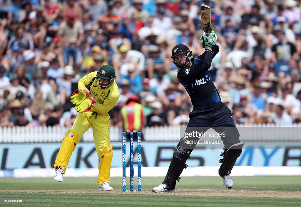 Martin Guptill (L) of New Zealand plays a shot as Matthew Wade (L) of Australia looks on during the third one-day international cricket match between New Zealand and Australia at Seddon Park in Hamilton on February 8, 2016.   AFP PHOTO / MICHAEL BRADLEY / AFP / MICHAEL BRADLEY