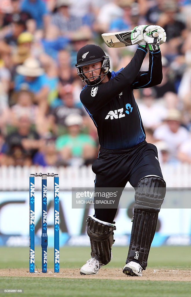 Martin Guptill of New Zealand plays a shot during the third one-day international cricket match between New Zealand and Australia at Seddon Park in Hamilton on February 8, 2016.   AFP PHOTO / MICHAEL BRADLEY / AFP / MICHAEL BRADLEY