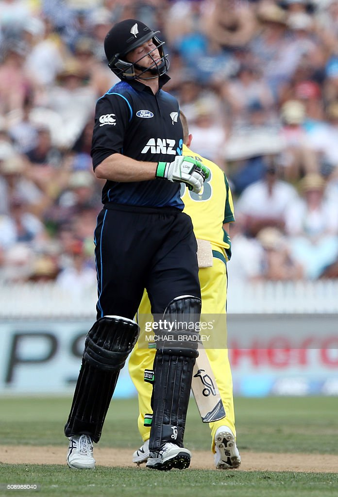 Martin Guptill of New Zealand reacts after being dismissed during the third one-day international cricket match between New Zealand and Australia at Seddon Park in Hamilton on February 8, 2016.   AFP PHOTO / MICHAEL BRADLEY / AFP / MICHAEL BRADLEY