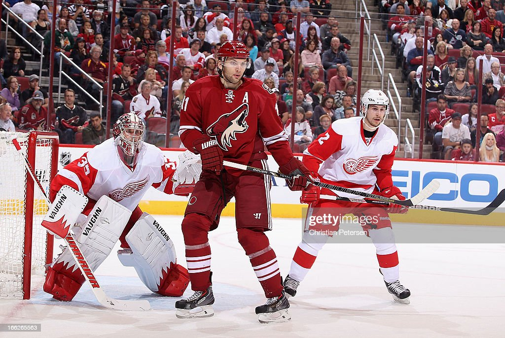 <a gi-track='captionPersonalityLinkClicked' href=/galleries/search?phrase=Martin+Hanzal&family=editorial&specificpeople=2109469 ng-click='$event.stopPropagation()'>Martin Hanzal</a> #11 of the Phoenix Coyotes sets up in front of goaltender <a gi-track='captionPersonalityLinkClicked' href=/galleries/search?phrase=Jimmy+Howard&family=editorial&specificpeople=2118637 ng-click='$event.stopPropagation()'>Jimmy Howard</a> #35 and Brendan Smith #2 of the Detroit Red Wings during the NHL game at Jobing.com Arena on April 4, 2013 in Glendale, Arizona. The Coyotes defeated the Red Wings 4-2.