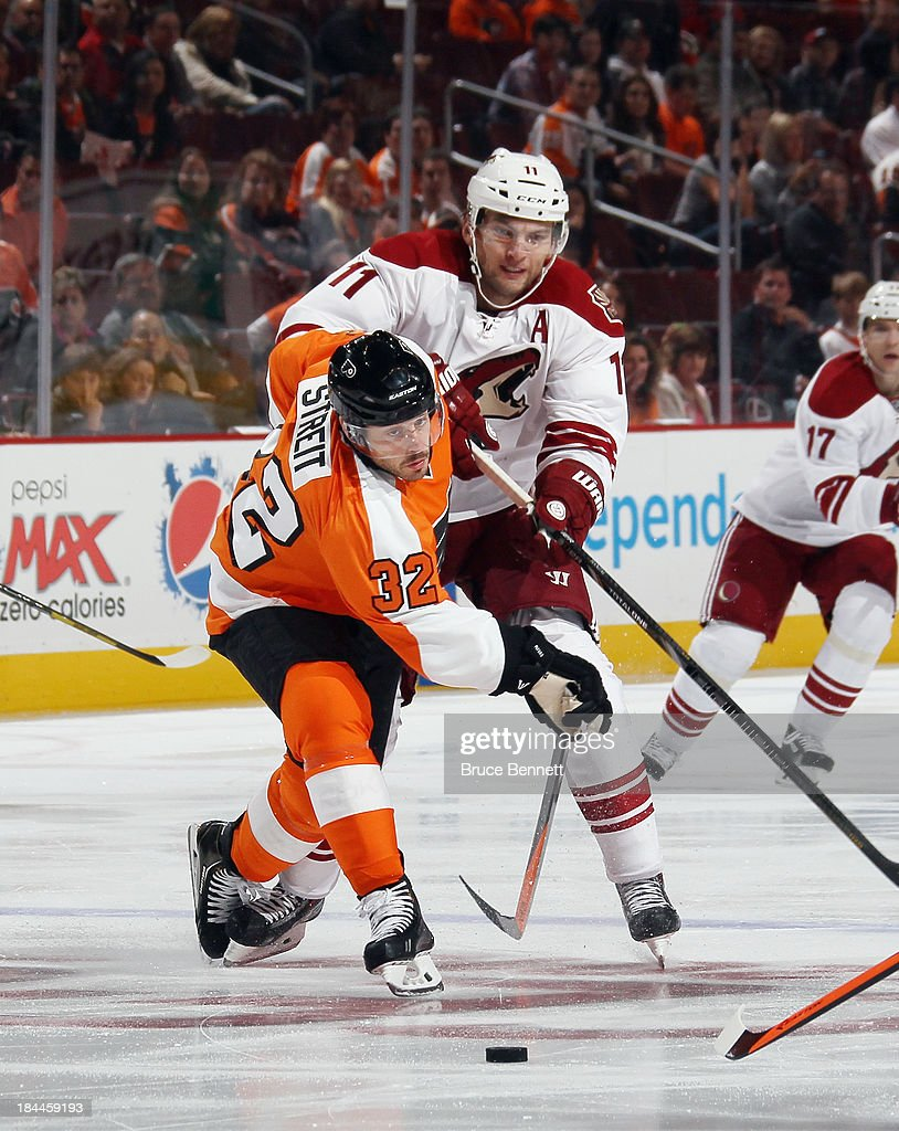 <a gi-track='captionPersonalityLinkClicked' href=/galleries/search?phrase=Martin+Hanzal&family=editorial&specificpeople=2109469 ng-click='$event.stopPropagation()'>Martin Hanzal</a> #11 of the Phoenix Coyotes skates against the Philadelphia Flyers at the Wells Fargo Center on October 11, 2013 in Philadelphia, Pennsylvania.