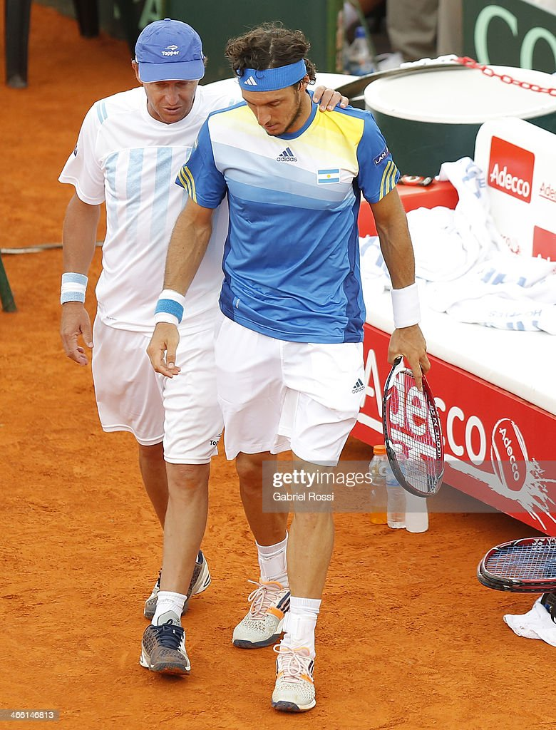 Martin Jaite Coach and Juan Monaco of Argentine talks during a match between Argentina and Italy as part of the Davis Cup at Patinodromo Stadium on January 31, 2014 in Mar del Plata, Argentina.