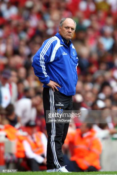 Martin Jol head coach of SV Hamburg looks on during the preseason friendly match between Juventus and SV Hamburg during the Emirates Cup at the...