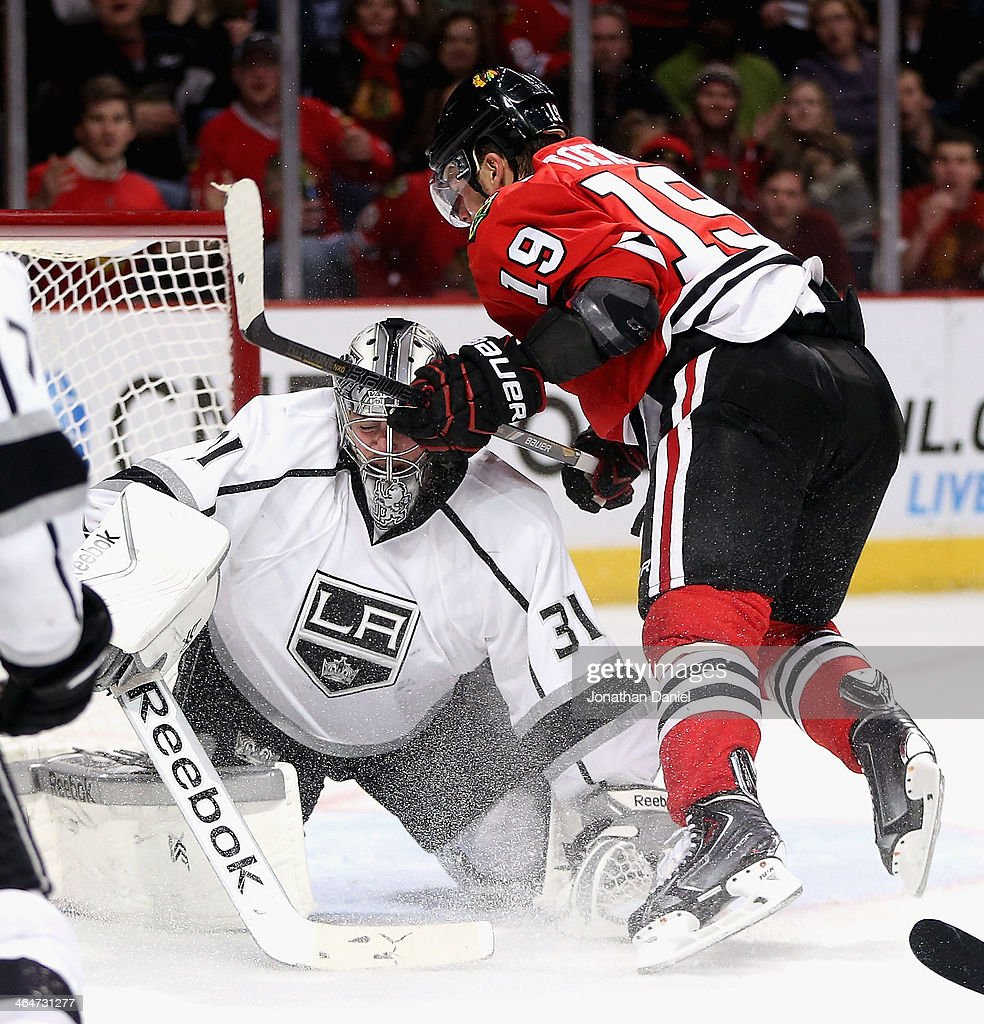 Martin Jones #31 of the Los Angeles Kings makes a save against <a gi-track='captionPersonalityLinkClicked' href=/galleries/search?phrase=Jonathan+Toews&family=editorial&specificpeople=537799 ng-click='$event.stopPropagation()'>Jonathan Toews</a> #19 of the Chicago Blackhawks at the United Center on December 30, 2013 in Chicago, Illinois. The Blackhawks defeated the Kings 1-0.