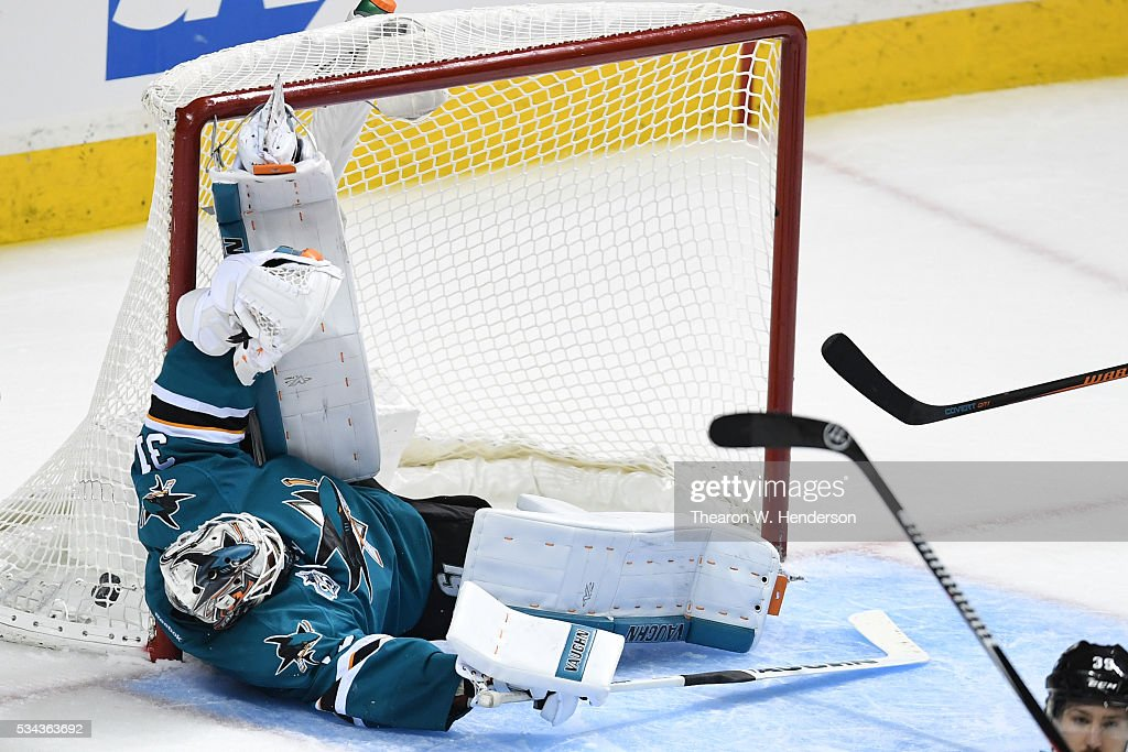 <a gi-track='captionPersonalityLinkClicked' href=/galleries/search?phrase=Martin+Jones+-+Ice+Hockey+Player&family=editorial&specificpeople=12318960 ng-click='$event.stopPropagation()'>Martin Jones</a> #31 of the San Jose Sharks allows a goal to Vladimir Tarasenko #91 of the St. Louis Blues in Game Six of the Western Conference Final during the 2016 NHL Stanley Cup Playoffs at SAP Center on May 25, 2016 in San Jose, California.