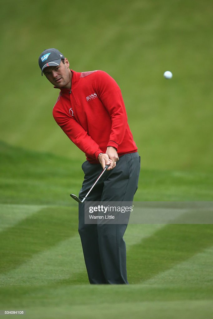 <a gi-track='captionPersonalityLinkClicked' href=/galleries/search?phrase=Martin+Kaymer&family=editorial&specificpeople=2143733 ng-click='$event.stopPropagation()'>Martin Kaymer</a> of Germany chips during the Pro-Am prior to the BMW PGA Championship at Wentworth on May 25, 2016 in Virginia Water, England.