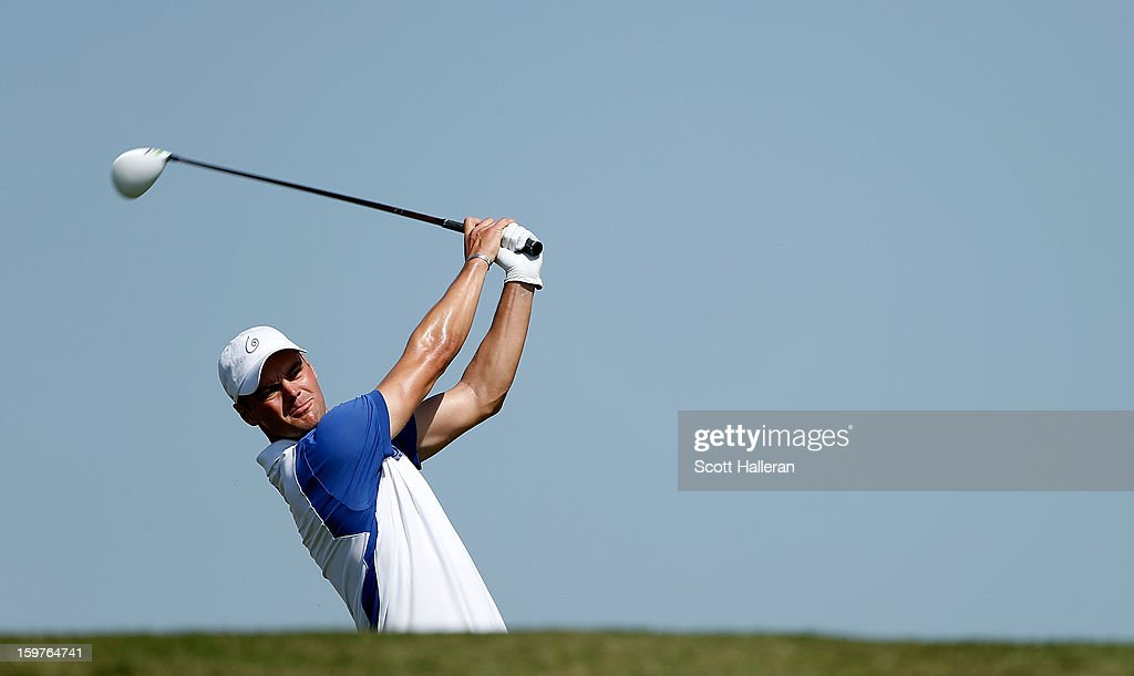 Martin Kaymer of Germany hits his tee shot on the third hole during the final round of the Abu Dhabi HSBC Golf Championship at Abu Dhabi Golf Club on January 20, 2013 in Abu Dhabi, United Arab Emirates.