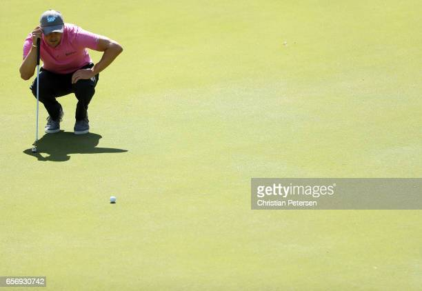 Martin Kaymer of Germany lines up a putt on the 2nd hole of his match during round two of the World Golf ChampionshipsDell Technologies Match Play at...