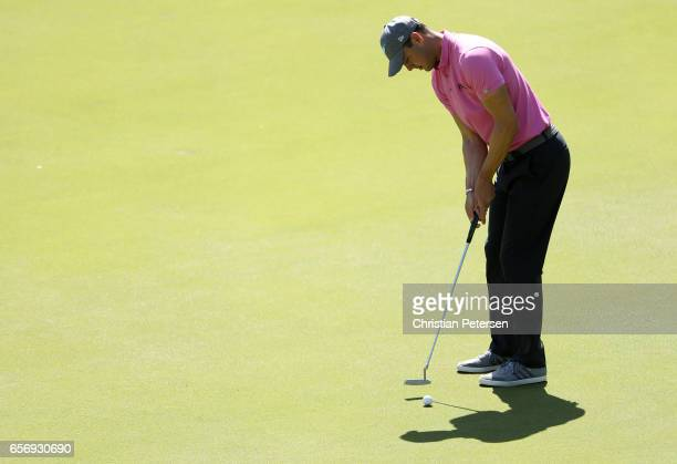 Martin Kaymer of Germany putts on the 2nd hole of his match during round two of the World Golf ChampionshipsDell Technologies Match Play at the...