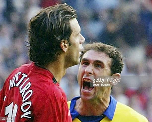 Martin Keown of Arsenal shows his feelings at Ruud Van Nistelrooy of Man Utd after Van Nistelrooy missed his penalty during the FA Barclaycard...