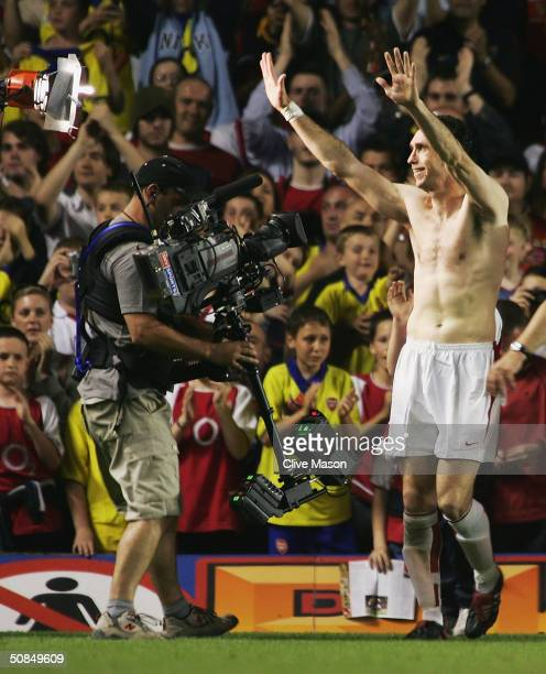 Martin Keown of Arsenal waves to the fans during the Martin Keown Testimonial match between Arsenal and England XI at Highbury on May 17 2004 in...