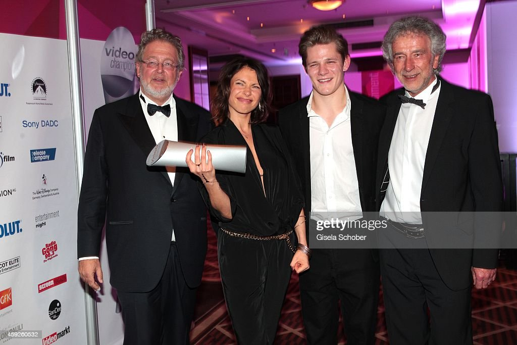 <a gi-track='captionPersonalityLinkClicked' href=/galleries/search?phrase=Martin+Moszkowicz&family=editorial&specificpeople=3273455 ng-click='$event.stopPropagation()'>Martin Moszkowicz</a>, CEO Constantin Film, <a gi-track='captionPersonalityLinkClicked' href=/galleries/search?phrase=Jana+Pallaske&family=editorial&specificpeople=2106638 ng-click='$event.stopPropagation()'>Jana Pallaske</a>, <a gi-track='captionPersonalityLinkClicked' href=/galleries/search?phrase=Max+von+der+Groeben&family=editorial&specificpeople=10184327 ng-click='$event.stopPropagation()'>Max von der Groeben</a>, Franz Woodtly, member of the board of Constantin Film, during the Video Entertainment Award 2014 on November 19, 2014 at Hotel Westin Grand in Munich, Germany.