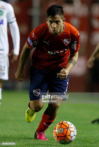 Martin Nahuel Benitez of Independiente drives the ball during a first leg match between Independiente and Chapecoense as part of Copa Sudamericana...