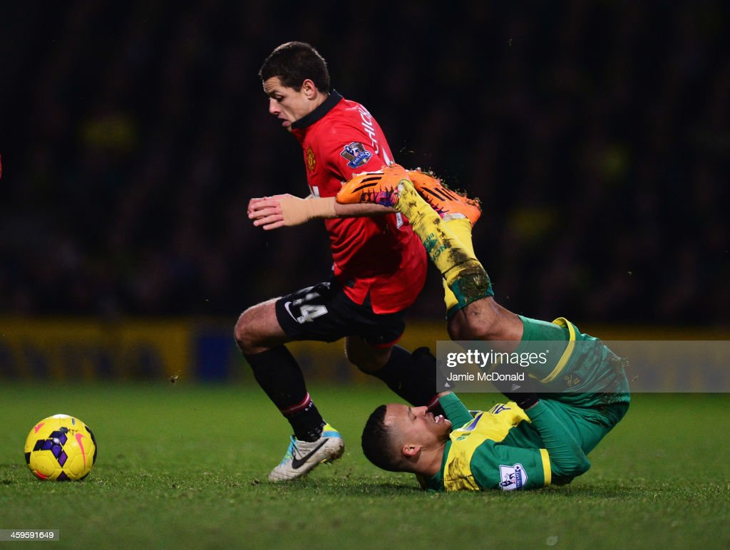 <a gi-track='captionPersonalityLinkClicked' href=/galleries/search?phrase=Martin+Olsson&family=editorial&specificpeople=4185617 ng-click='$event.stopPropagation()'>Martin Olsson</a> of Norwich City tangles with <a gi-track='captionPersonalityLinkClicked' href=/galleries/search?phrase=Javier+Hernandez+-+Soccer+Player&family=editorial&specificpeople=6733186 ng-click='$event.stopPropagation()'>Javier Hernandez</a> of Manchester United during the Barclays Premier League match between Norwich City and Manchester United at Carrow Road on December 28, 2013 in Norwich, England.