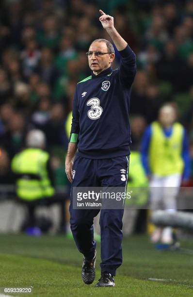 Martin O'Neill coach of Republic of Ireland gives instructions during the International Friendly match between Republic of Ireland and Iceland at...