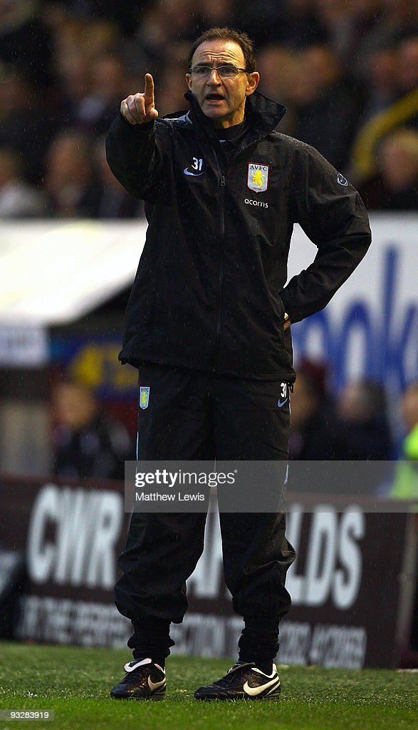 <a gi-track='captionPersonalityLinkClicked' href=/galleries/search?phrase=Martin+O%27Neill&family=editorial&specificpeople=201190 ng-click='$event.stopPropagation()'>Martin O'Neill</a>, manager of Aston Villa gives out instructions during the Barclays Premier League match between Burnley and Aston Villa at Turf Moor on November 21, 2009 in Burnley, England.