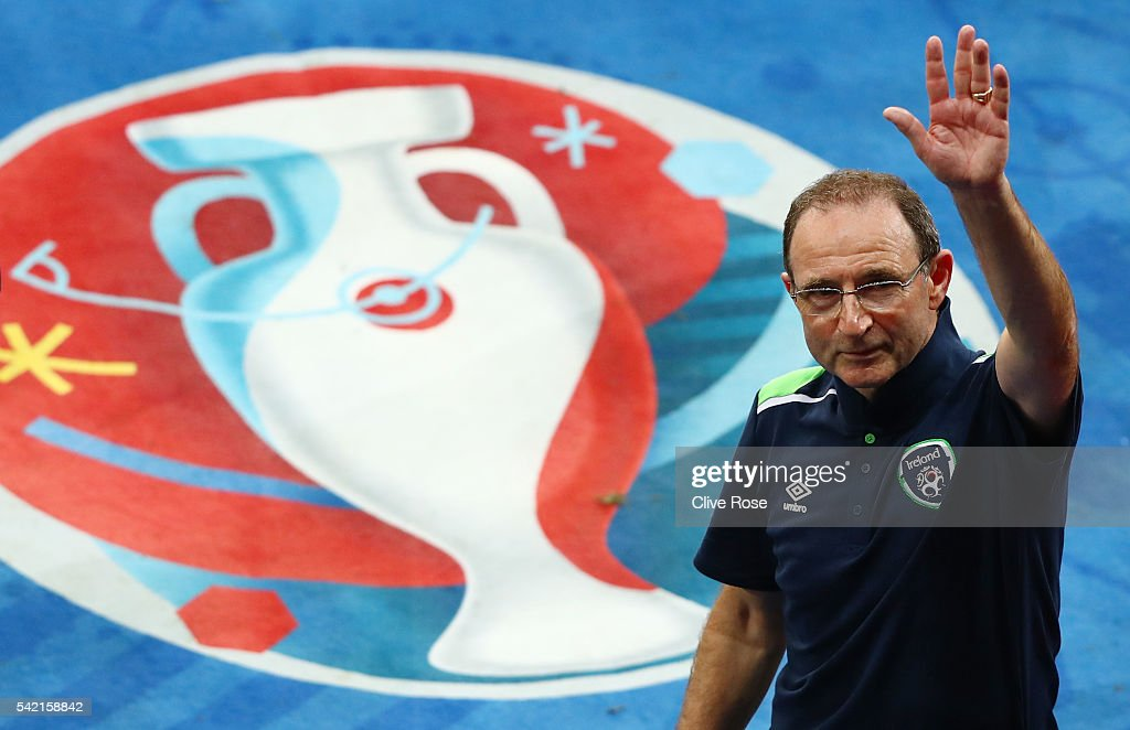 <a gi-track='captionPersonalityLinkClicked' href=/galleries/search?phrase=Martin+O%27Neill&family=editorial&specificpeople=201190 ng-click='$event.stopPropagation()'>Martin O'Neill</a> manager of Republic of Ireland applauds the supporters after his team's 1-0 win in the UEFA EURO 2016 Group E match between Italy and Republic of Ireland at Stade Pierre-Mauroy on June 22, 2016 in Lille, France.