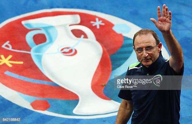 Martin O'Neill manager of Republic of Ireland applauds the supporters after his team's 10 win in the UEFA EURO 2016 Group E match between Italy and...