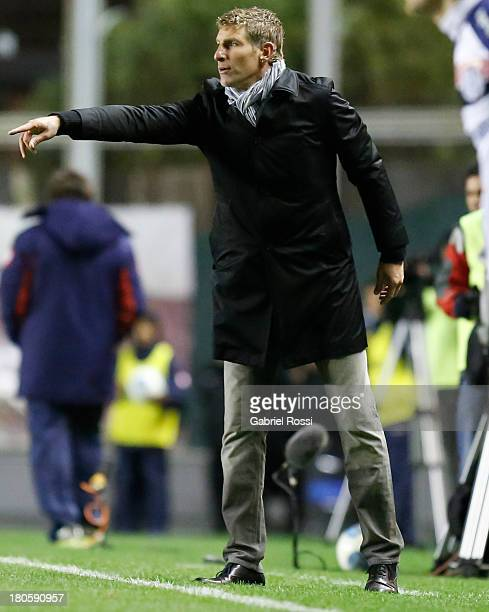 Martin Palermo coach of Godoy Cruz gestures during a match between San Lorenzo and Godoy Cruz as part of the 7th round of the Torneo Inicial 2013 at...