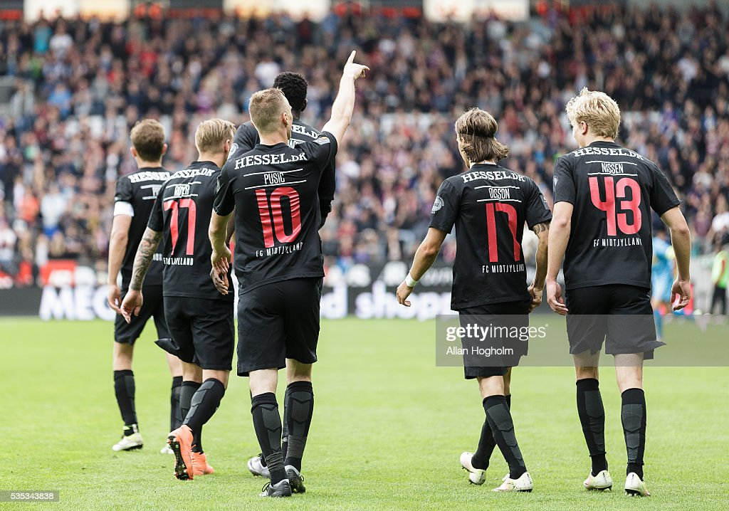 Martin Pusic of FC Midtjylland celebrates after scoring their third goal during the Danish Alka Superliga match between FC Midtjylland and FC Nordsjalland at MCH Arena on May 29, 2016 in Herning, Denmark.
