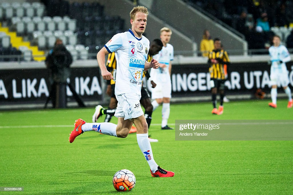 Martin Rauschenberg of Gefle IF controls the ball during the Allsvenskan match between BK Hacken and Gefle IF at Bravida Arena on April 28, 2016 in Gothenburg, Sweden.