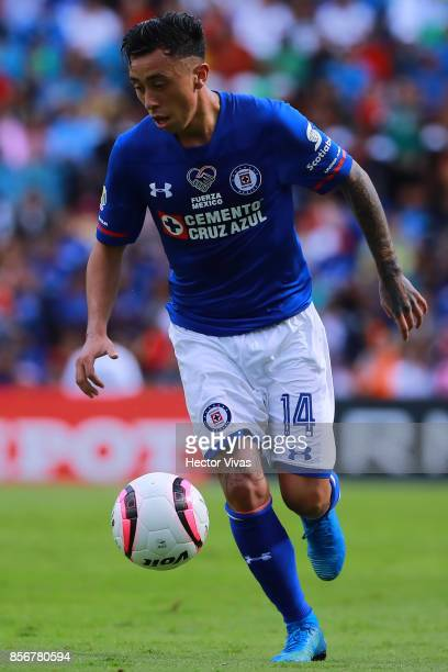 Martin Rodriguez of Cruz Azul drives the ball during the 12th round match between Pumas UNAM and Cruz Azul as part of the Torneo Apertura 2017 Liga...
