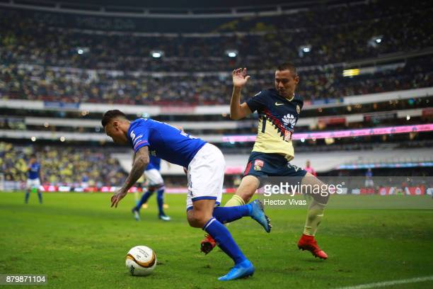 Martin Rodriguez of Cruz Azul struggles for the ball with Paul Aguilar of America during the quarter finals second leg match between America and Cruz...