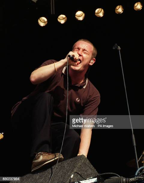 Martin Rossiter singer with the pop band Gene performing on stage at the 1999 Reading music Festival