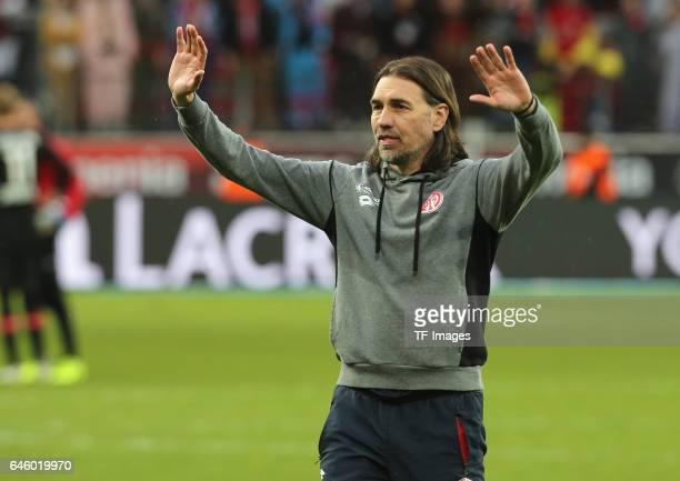 Martin Schmidt of Mainz nach dem Spiel vor den Fans gestures during the Bundesliga match between Bayer 04 Leverkusen and 1 FSV Mainz 05 at BayArena...
