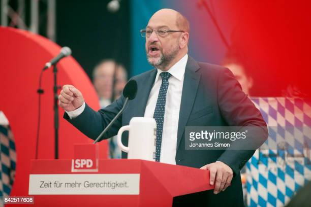 Martin Schulz chancellor candidate of the German Social Democrats delivers a speech in a fest tent at the Gillamoos amusement fair on September 4...