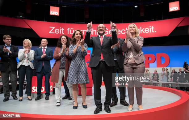 Martin Schulz head of the German Social Democrats and SPD chancellor candidate in German federal elections waves with party executives of SPD as he...