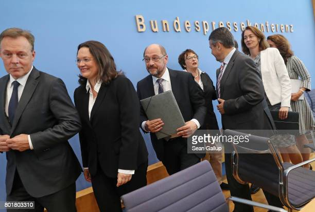 Martin Schulz head of the German Social Democrats and SPD chancellor candidate is flanked by leading members of his party following a SPD press...
