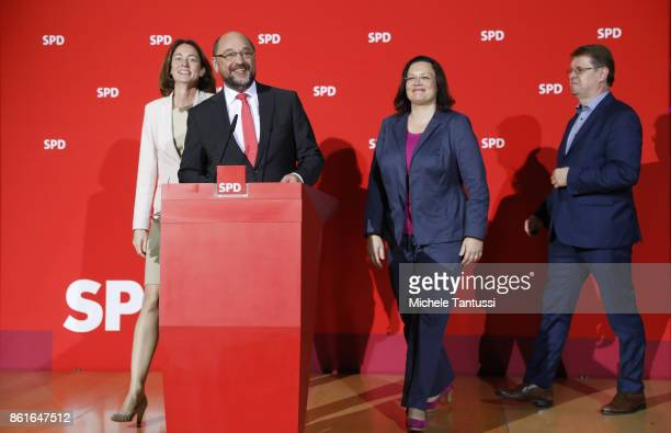 Martin Schulz head of the German Social Democrats arrives with Katarina Barley Chief of the SPD Bundestag Fraction Andrea Nahles and Ralf Stegner...