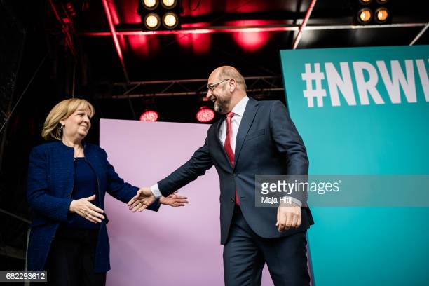 Martin Schulz leader of the German Social Democrats and SPD lead candidate Hannelore Kraft greet supporters at the final SPD campaign rally in state...