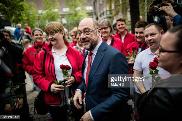 Martin Schulz leader of the German Social Democrats greet supporters during his SPD campaign prior state elections in North RhineWestphalia on May 12...