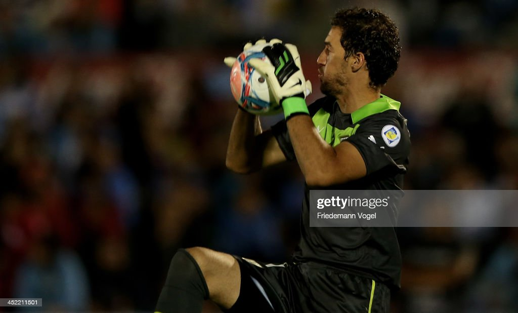 <a gi-track='captionPersonalityLinkClicked' href=/galleries/search?phrase=Martin+Silva&family=editorial&specificpeople=4354248 ng-click='$event.stopPropagation()'>Martin Silva</a> of Uruguay saves the ball during leg 2 of the FIFA World Cup Qualifier match between Uruguay and Jordan at Centenario Stadium Stadium on November 20, 2013 in Montevideo, Uruguay.