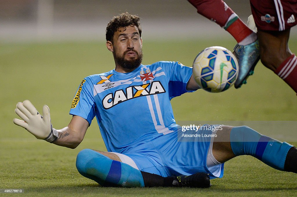 <a gi-track='captionPersonalityLinkClicked' href=/galleries/search?phrase=Martin+Silva&family=editorial&specificpeople=4354248 ng-click='$event.stopPropagation()'>Martin Silva</a> of Vasco in action during the match between Vasco and Fluminense as part of Brasileirao Series A 2015 at Engenhao Stadium on November 1, 2015 in Rio de Janeiro, Brazil.