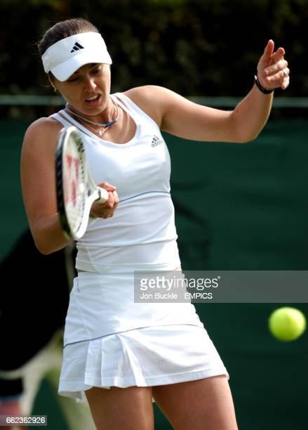 Martina Hingis in action against Aiko Nakamura