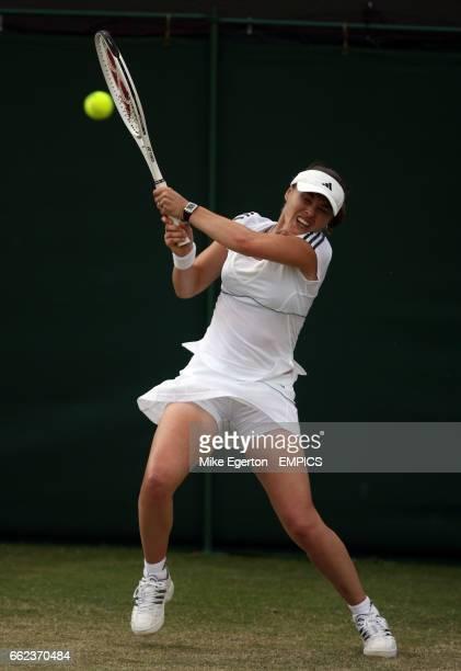 Martina Hingis in action against Laura Granville