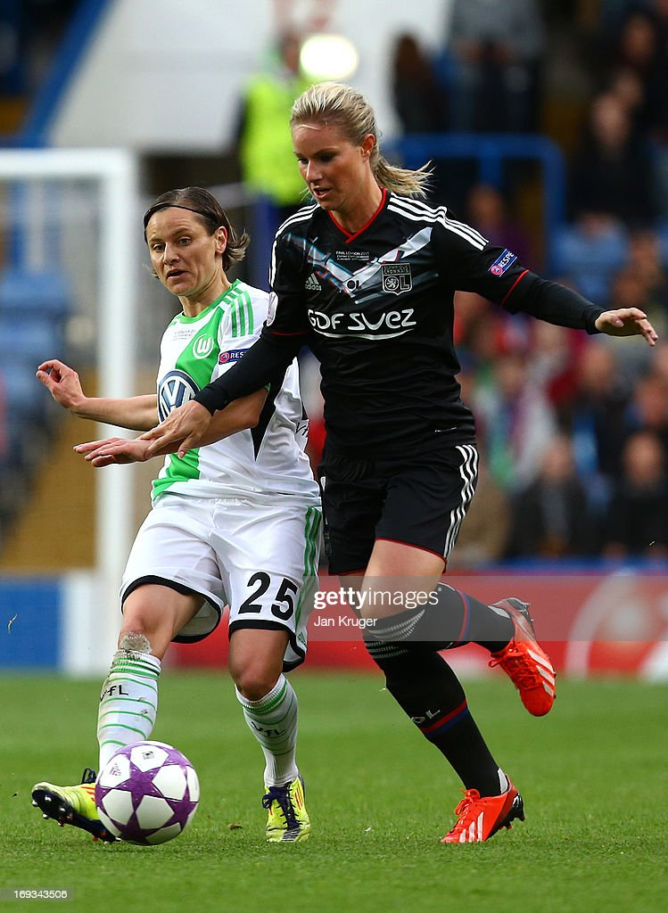 Martina Muller of VfL Wolfsburg battles with <a gi-track='captionPersonalityLinkClicked' href=/galleries/search?phrase=Amandine+Henry&family=editorial&specificpeople=4432019 ng-click='$event.stopPropagation()'>Amandine Henry</a> of Olympique Lyonnais during the UEFA Women's Champions League final match between VfL Wolfsburg and Olympique Lyonnais at Stamford Bridge on May 23, 2013 in London, England.