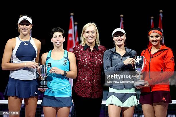 Martina Navratilova poses with Garbine Muguruza of Spain Carla Suarez Navarro of Spain Martina Hingis of Switzerland and Sania Mirza of India after...