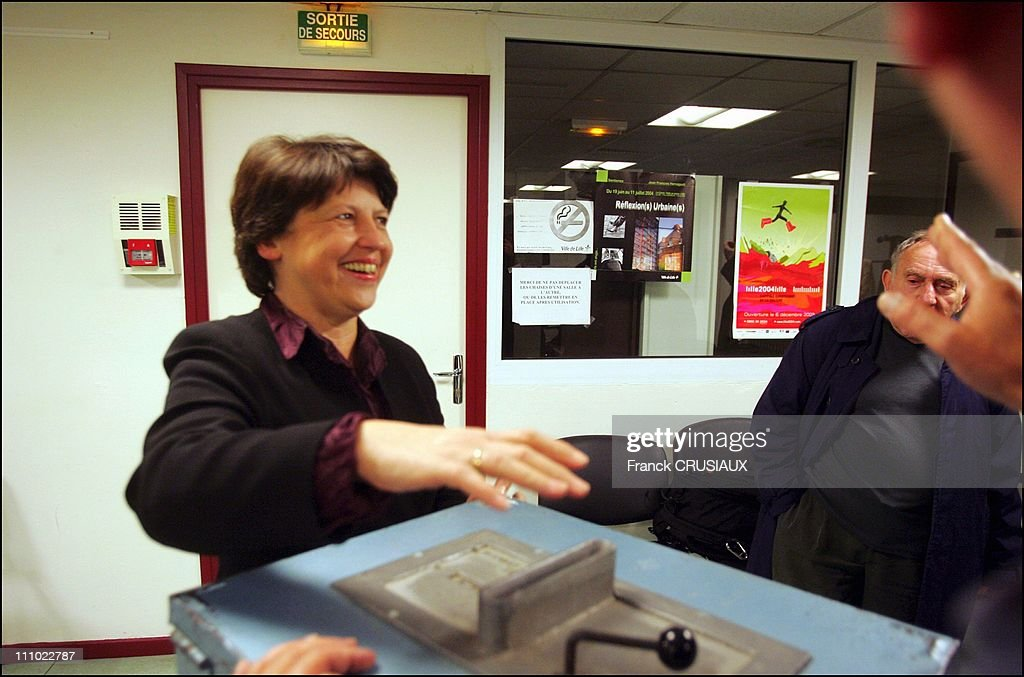 <a gi-track='captionPersonalityLinkClicked' href=/galleries/search?phrase=Martine+Aubry&family=editorial&specificpeople=590991 ng-click='$event.stopPropagation()'>Martine Aubry</a> vote for motion 1 for the congress of Mans in Lille, France on November 09th, 2005.
