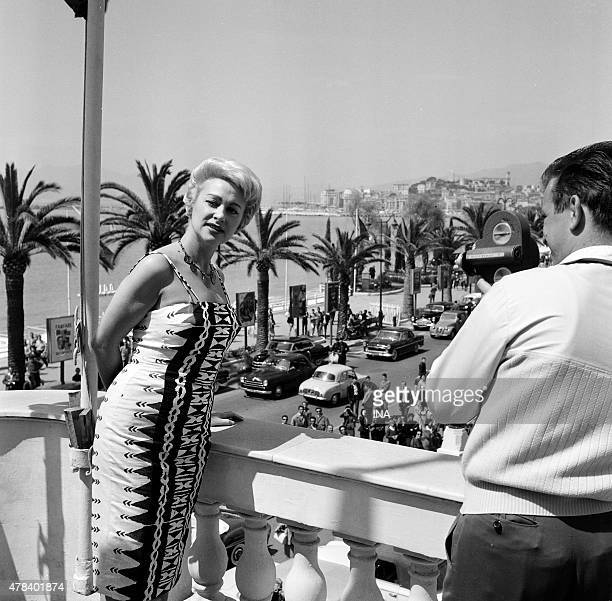 Martine Carol filmed on a dominant balcony Croisette during the Cannes film festival