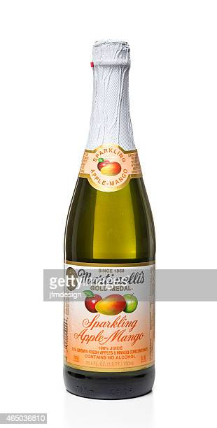 Martinelli's sparkling apple-mango bottle