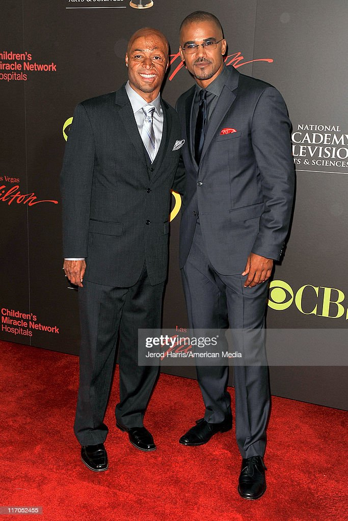 J. R. Martinez (L) and <a gi-track='captionPersonalityLinkClicked' href=/galleries/search?phrase=Shemar+Moore&family=editorial&specificpeople=615750 ng-click='$event.stopPropagation()'>Shemar Moore</a> arrive at 38th Annual Daytime Entertainment Emmy Awards For Soap Opera Weekly on June 19, 2011 in Las Vegas, Nevada.