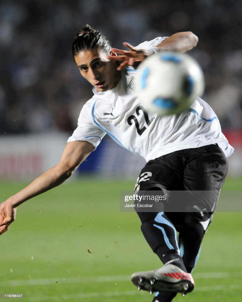 Martín Cáceres of Uruguay kick a penalty during a game between Argentina and Uruguay as part of quarter final of the 2011 Copa America at Brigadier...
